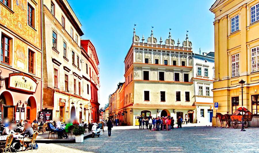 Lublin - turyści na Rynku staromiejskim