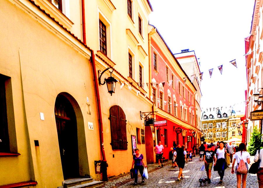 Tłok turystów na ulicy Grodzkiej