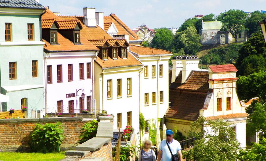 Widok ze Wzgórza Staromiejskiego na kamienice Zaułka Panasa