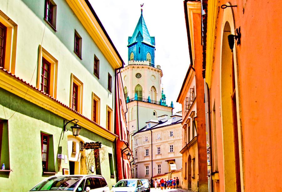 Wieża Trynitarska - widok z ulicy Jezuickiej