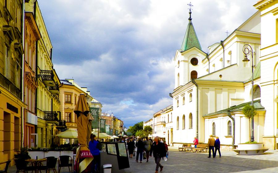 Lublin - Kościół Świętego Ducha obok Hotelu Vanilla