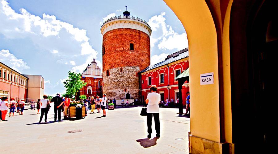 Lublin - zwiedzanie dziedzińca zamkowego