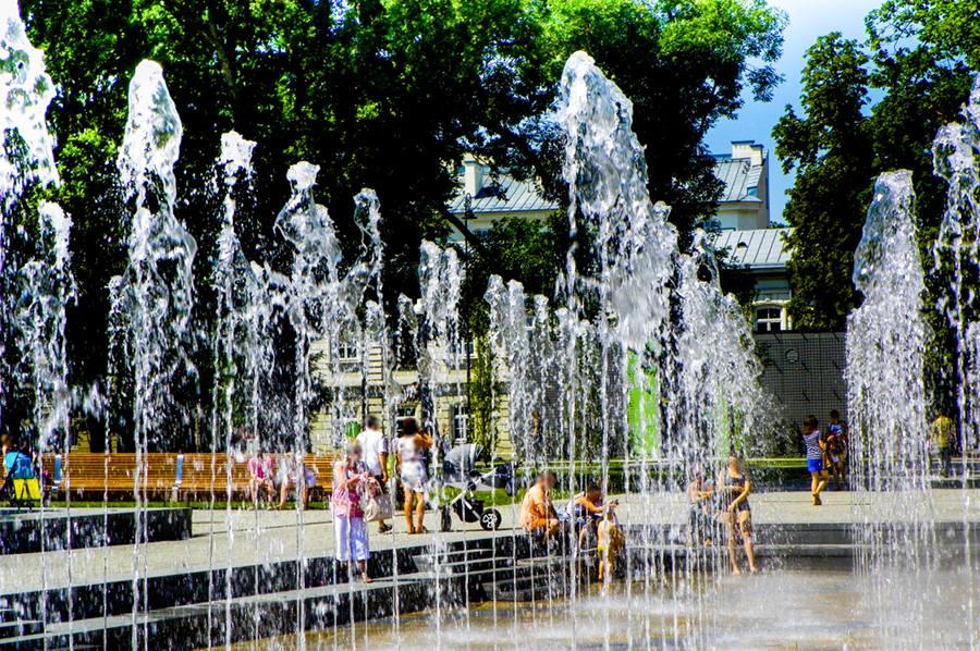 Ściana wodna wielkiej fontanny obok Hotelu Europa w Lublinie