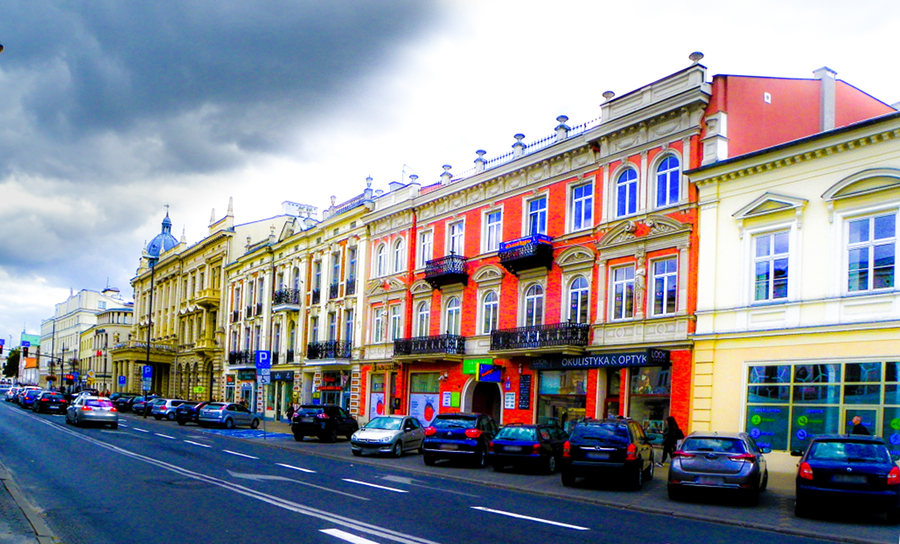 Centrum Lublina pod ciemnymi chmurami