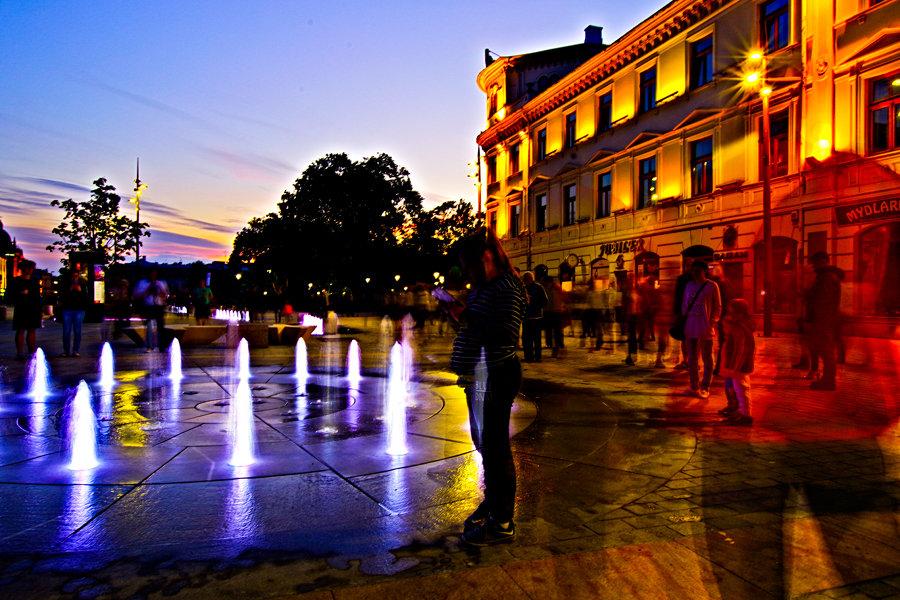 Krakowskie Przedmieście w Lublinie - mała fontanna nocą