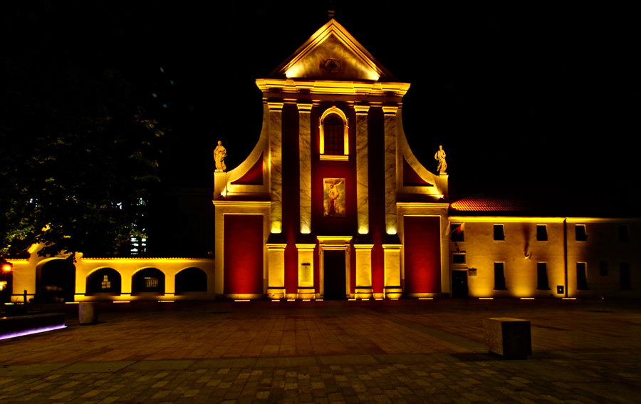 Widok z hotelu na Kościół  Św. Piotra i Pawła