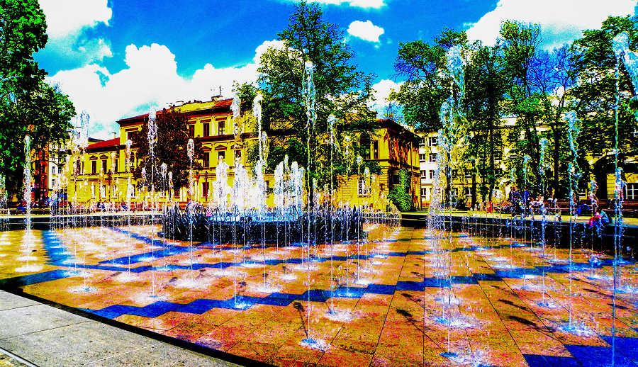Duże rozbryzgi fontanny multimedialnej - 1500 m od Arche Hotel Lublin