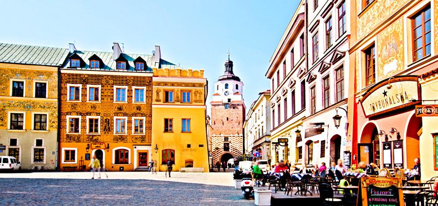 Lublin - Rynek Starego Miasta z Bramą Krakowską w tle