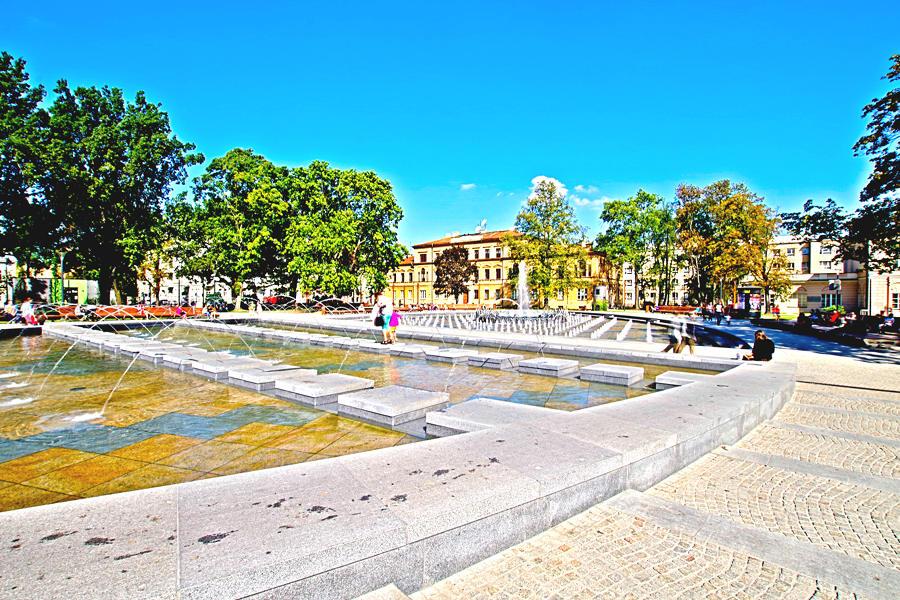Nowoczesny kompleks fontann kilometr od Hotelu Alter