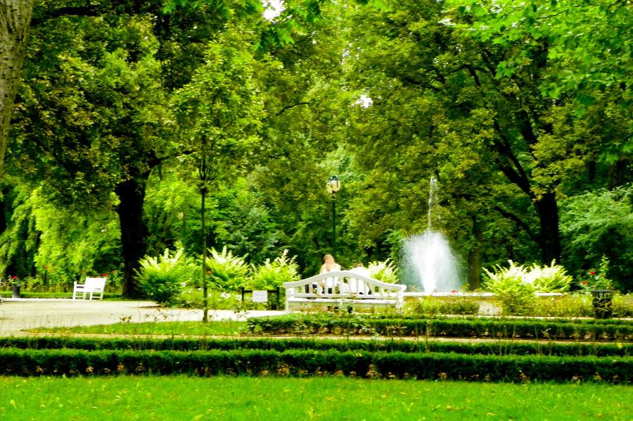Park obok Hotelu Młyn