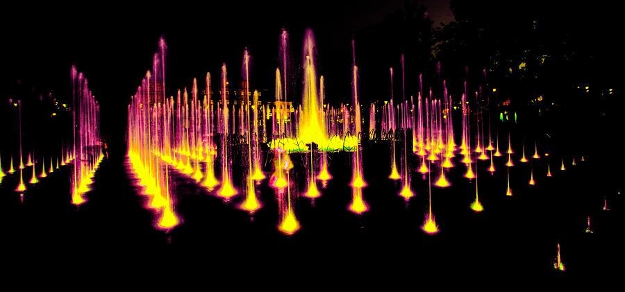 Pozłacana woda fontanny