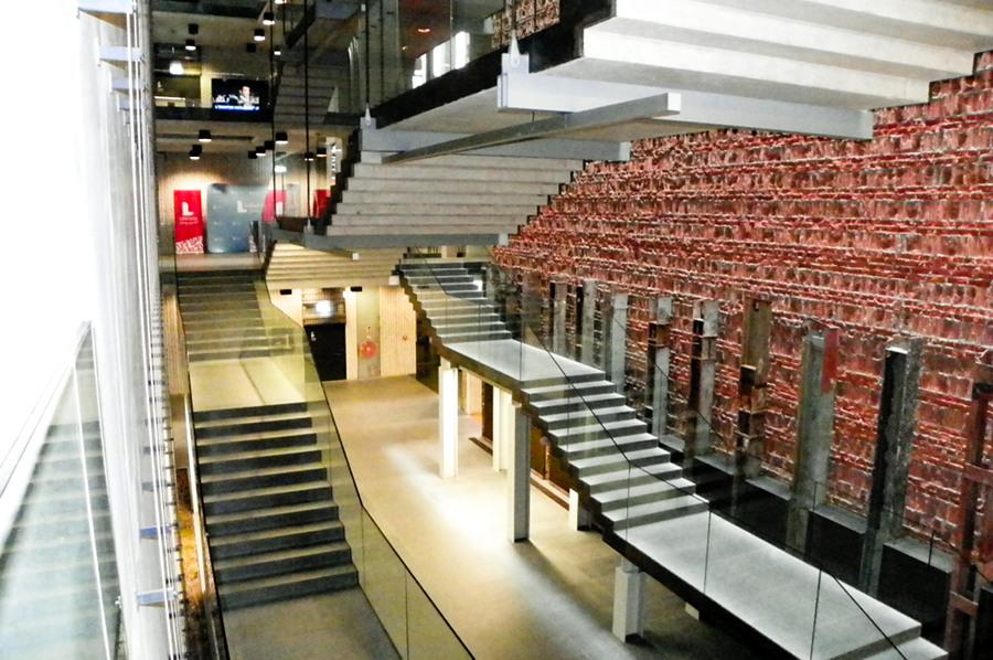 Schody w centrum kultury