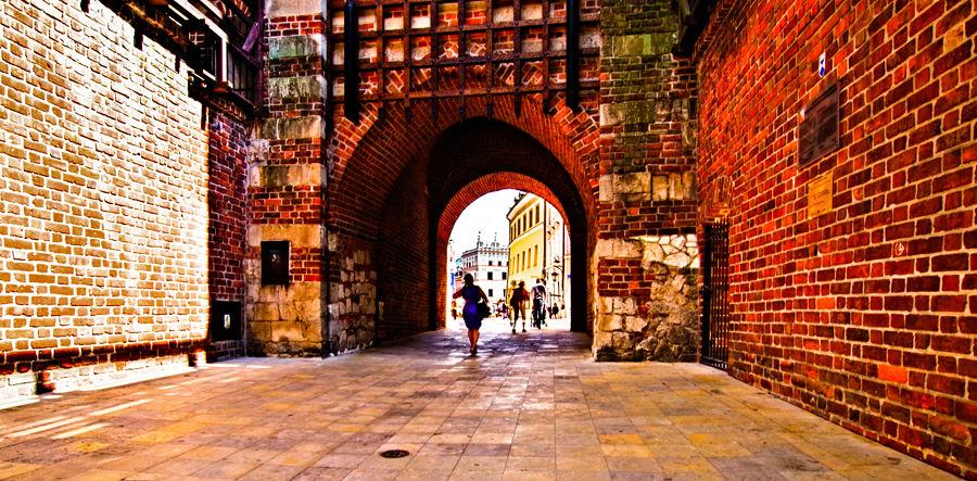 W średniowiecznej bramie