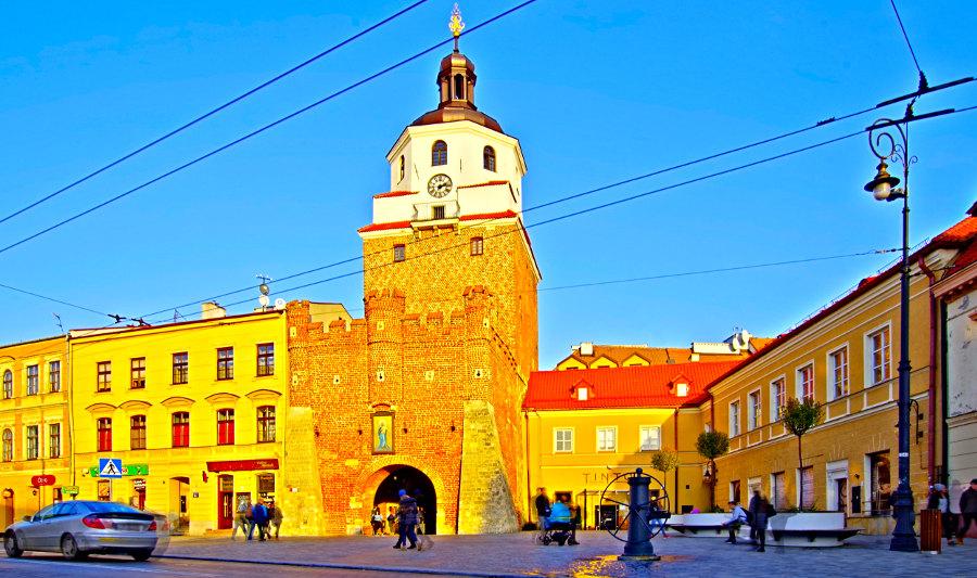 Z Hotel Mercure na Stare Miasto przez Bramę Krakowską