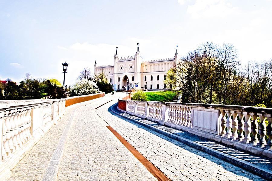 Droga na zamek z hotelu Trybunalska od Bramy Grodzkiej