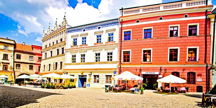 Trzy kamienice obok hotelu Trybunalska w Lublinie