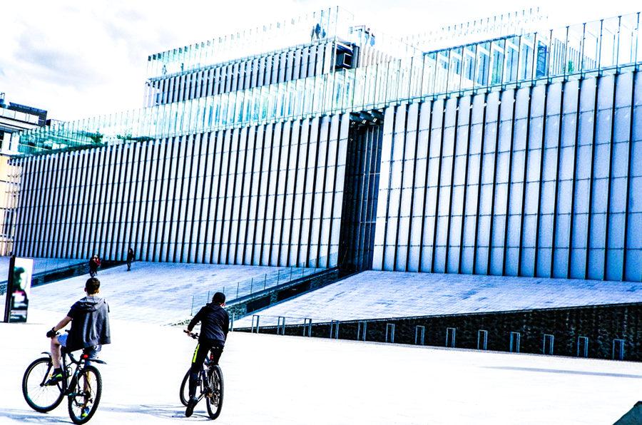Na rowerach, z Folk Hostel do CSK