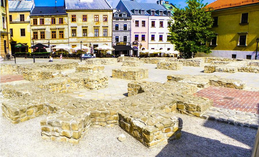 Średniowieczne fundamenty Kościoła farnego, obok Hotelu Grodzka 20 w Lublinie, w galerii zdjęć