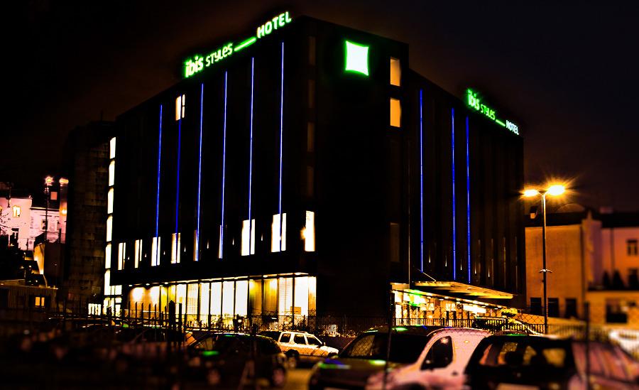 Hotel Ibis Lublin w nocnej odsłonie, w galerii zdjęć