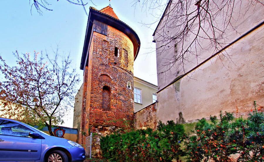 Baszta Starego Miasta w Lublinie za Hostelem Królewska - zdjęcie do galerii
