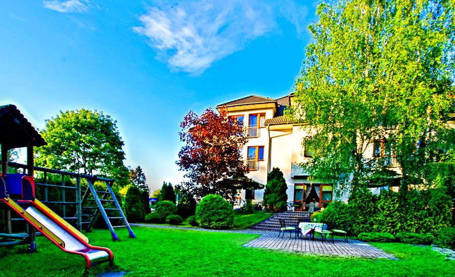Hotel Focus w Lublinie - zdjęcie z ogrodu, do galerii