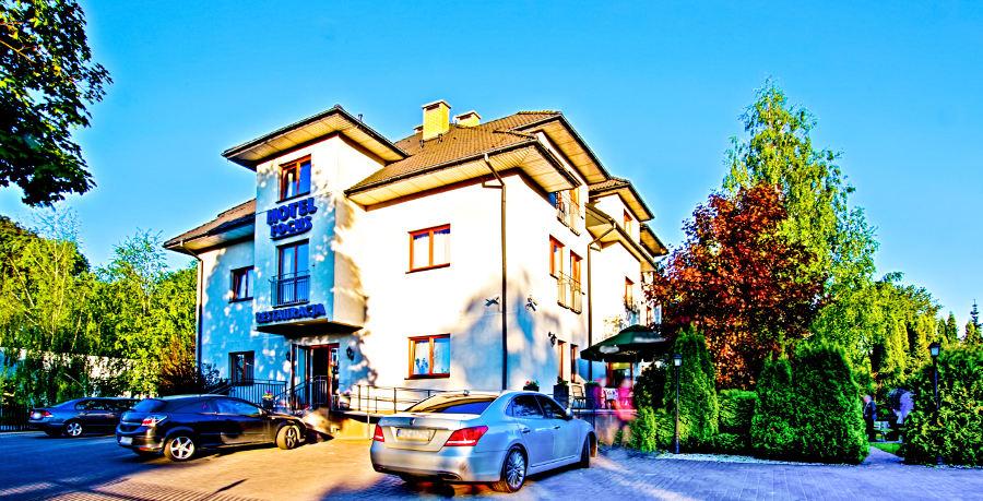 Przed hotelem Focus w Lublinie - zdjęcie do galerii
