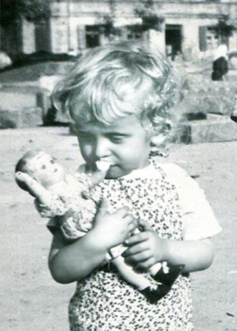 Renowacja w Lublinie, zdjęcia małego chłopczyka z lalką