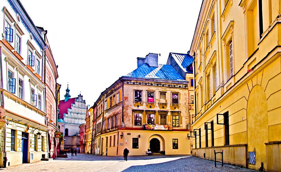 Ulica Złota w Lublinie, prowadząca do Apartamentów Nr 6, w galerii zdjęć