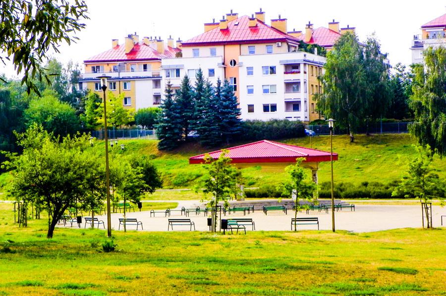 Park obok Hotelu Piano w Lublinie, do galerii zdjęć