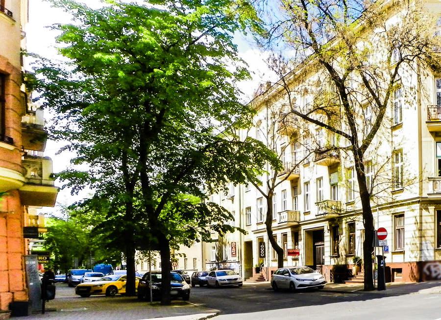 Ulica Sądowa po przeciwnej stronie Hotelu Wieniawski, w galerii zdjęć