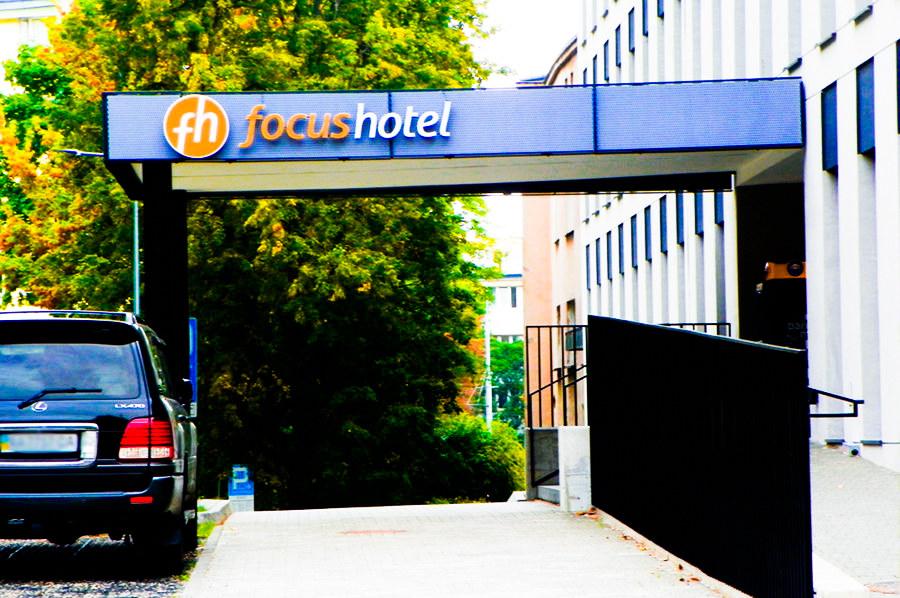 Wejście do Focus Hotel Premium Lublin, w galerii zdjęć