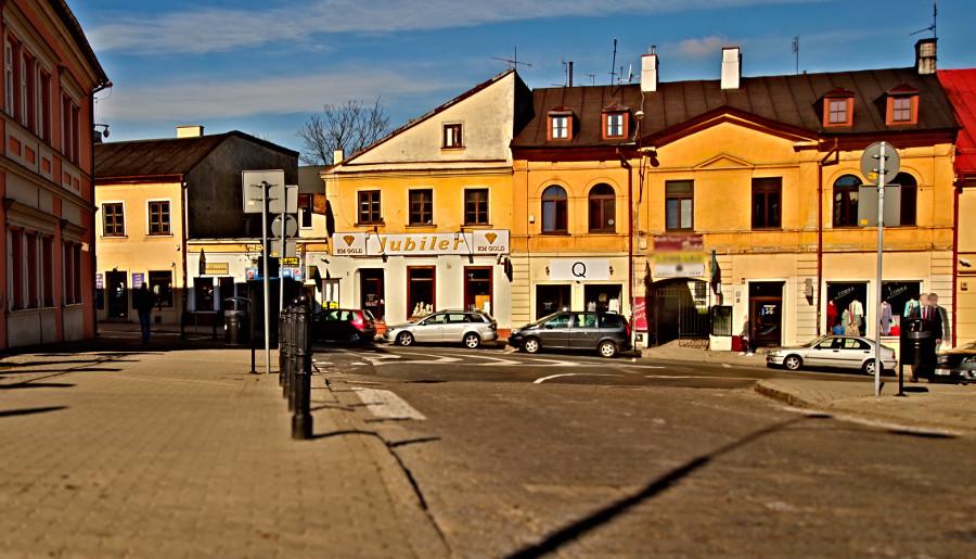 Wczesny ranek przed Apartamentami przy Starówce w Lublinie - zdjęcie do galerii