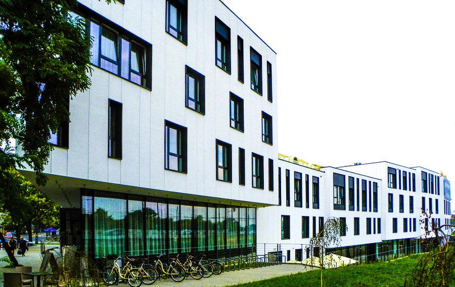 Fasada boczna Arche Hotel Lublin, na zdjęciu do galerii