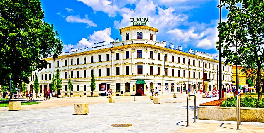 Hotel Europa Lublin - widok z deptaka do galerii zdjęć