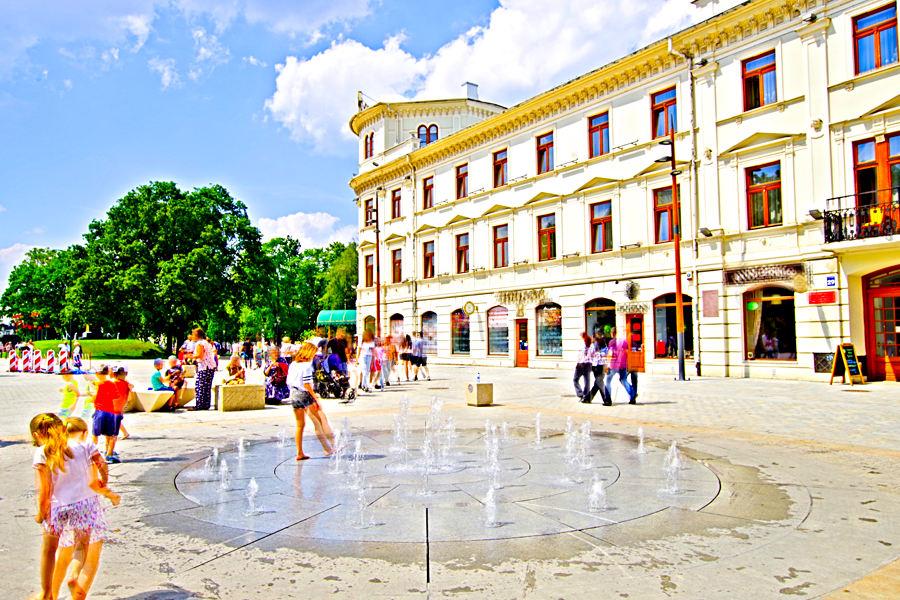 Mała fontanna przy Hotelu Europa w Lublinie - zdjęcie do galerii