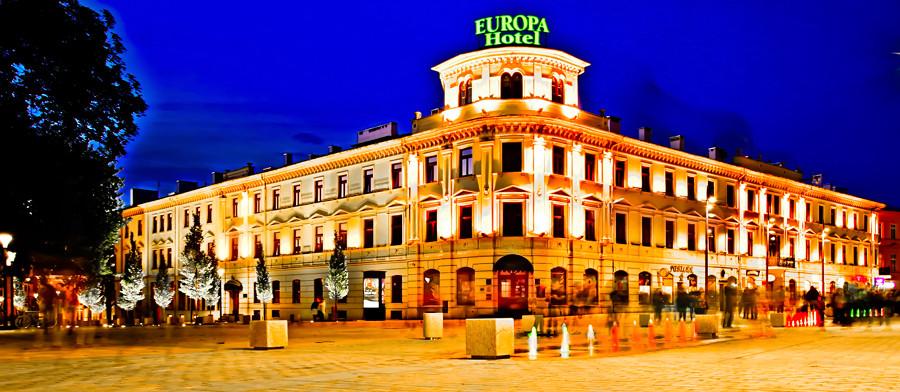 Hotel Europa Lublin nocą, do galerii zdjęć
