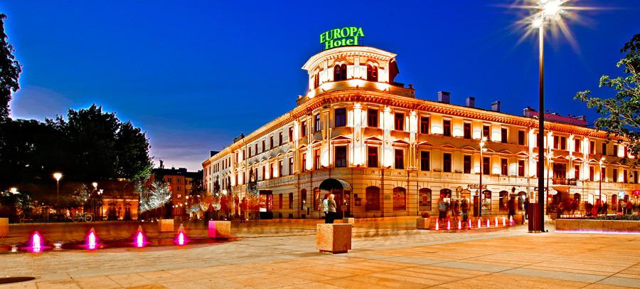 Hotel Europa Lublin - zdjęcie do galerii zrobione późnym wieczorem