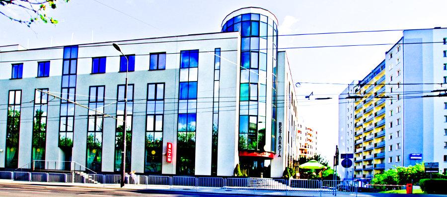 Widok z boku na Hotel Forum w Lublinie - zdjęcie do galerii