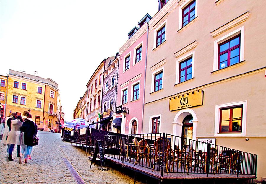 Hotel Grodzka 20 na drugim planie zdjęcia do galerii