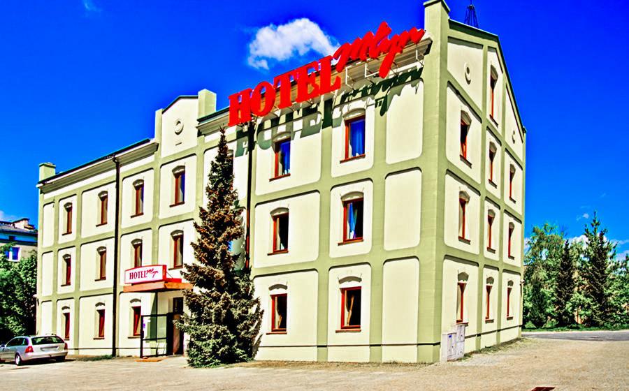 Fasada Hotelu Młyn w Lublinie, w perspektywie - zdjęcie do galerii