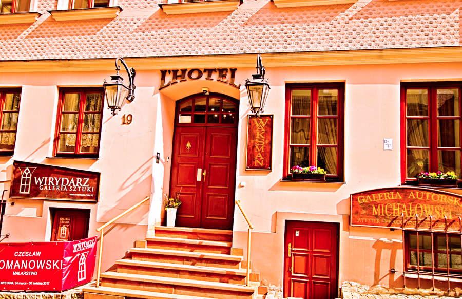 Frontonik hotelu Rezydencja Waksman Lublin - zdjęcie do galerii