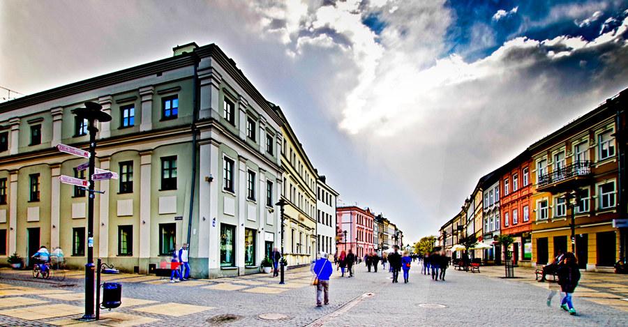 Hotel Vanilla w Lublinie pod ciemną chmurą - zdjęcie do galerii
