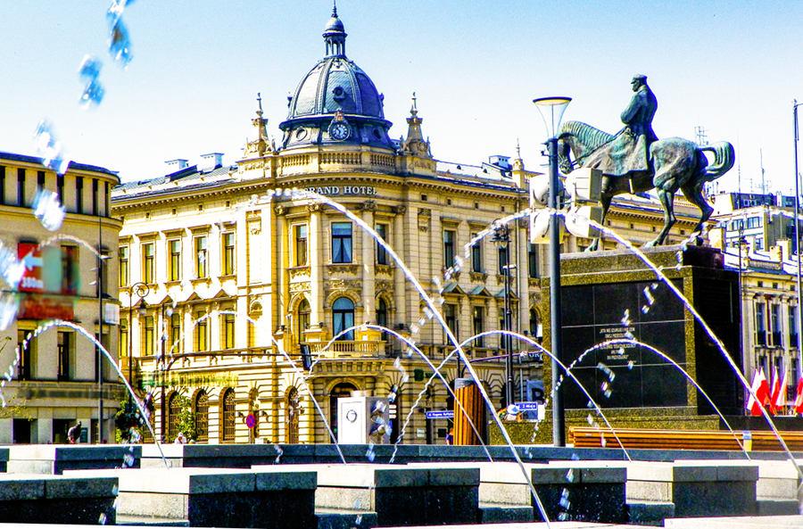 IBB Grand Hotel Lublinianka za fontanną - do galerii zdjęć