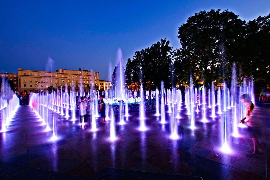 Atrakcje turystyczne Lublina - narada dzieci w fontannie multimedialnej