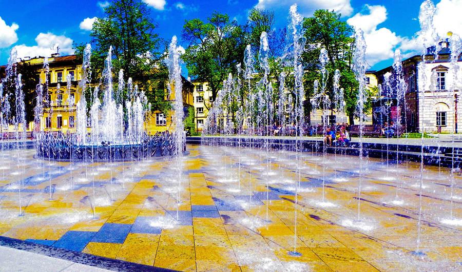 Atrakcje turystyczne Lublina - plastyczne formy fontanny multimedialnej