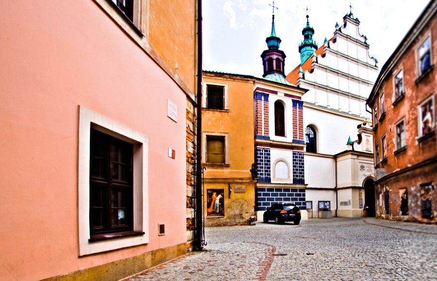 Apartamenty Numer 6 w Lublinie, z Bazyliką Dominikanów na zdjęciu do galerii