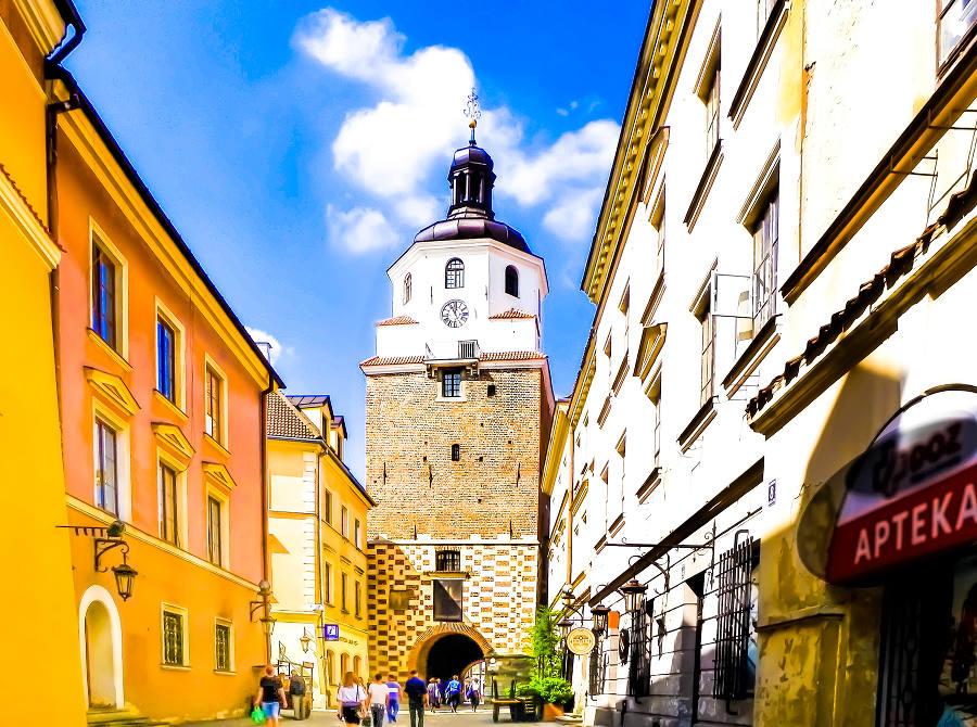 Atrakcje turystyczne Lublina - zdjęcie Bramy Krakowskiej z Rynku Starego Miasta