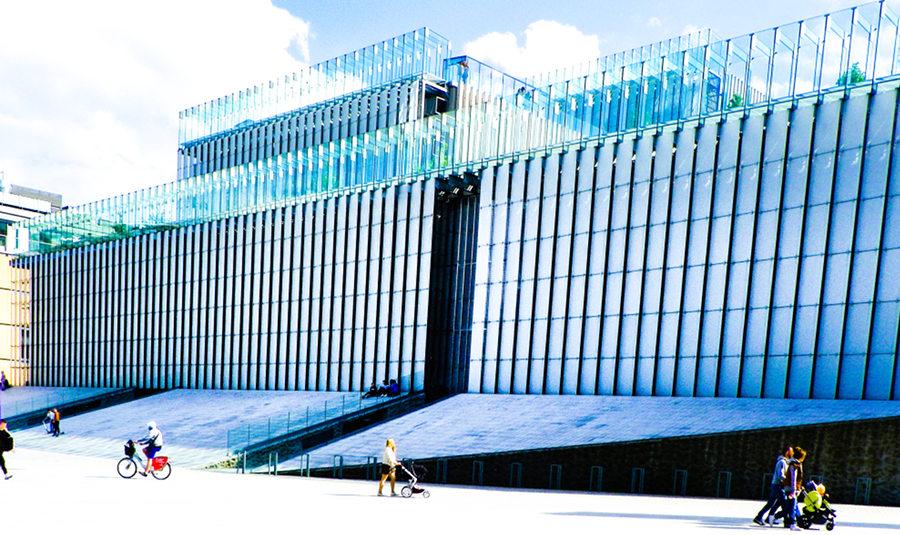 Atrakcje turystyczne Lublina - zdjęcie Centrum Spotkania Kultur, w perspektywie