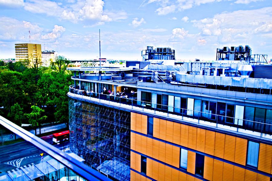 Atrakcje turystyczne lublina - zdjęcie Lubelskiego Centrum Konferencyjnego z tarasu Centrum Spotkania kultur